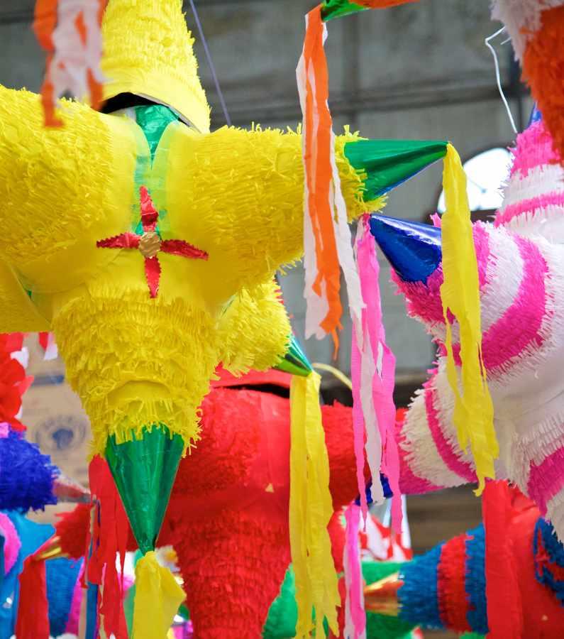 Weihnachtsbrauch der Piñatas