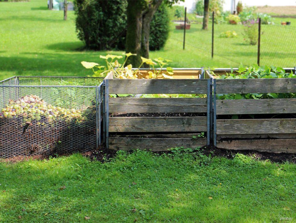 nur ökologisch nachhaltige Kleidung kann auf einem Kompost entsorgt werden