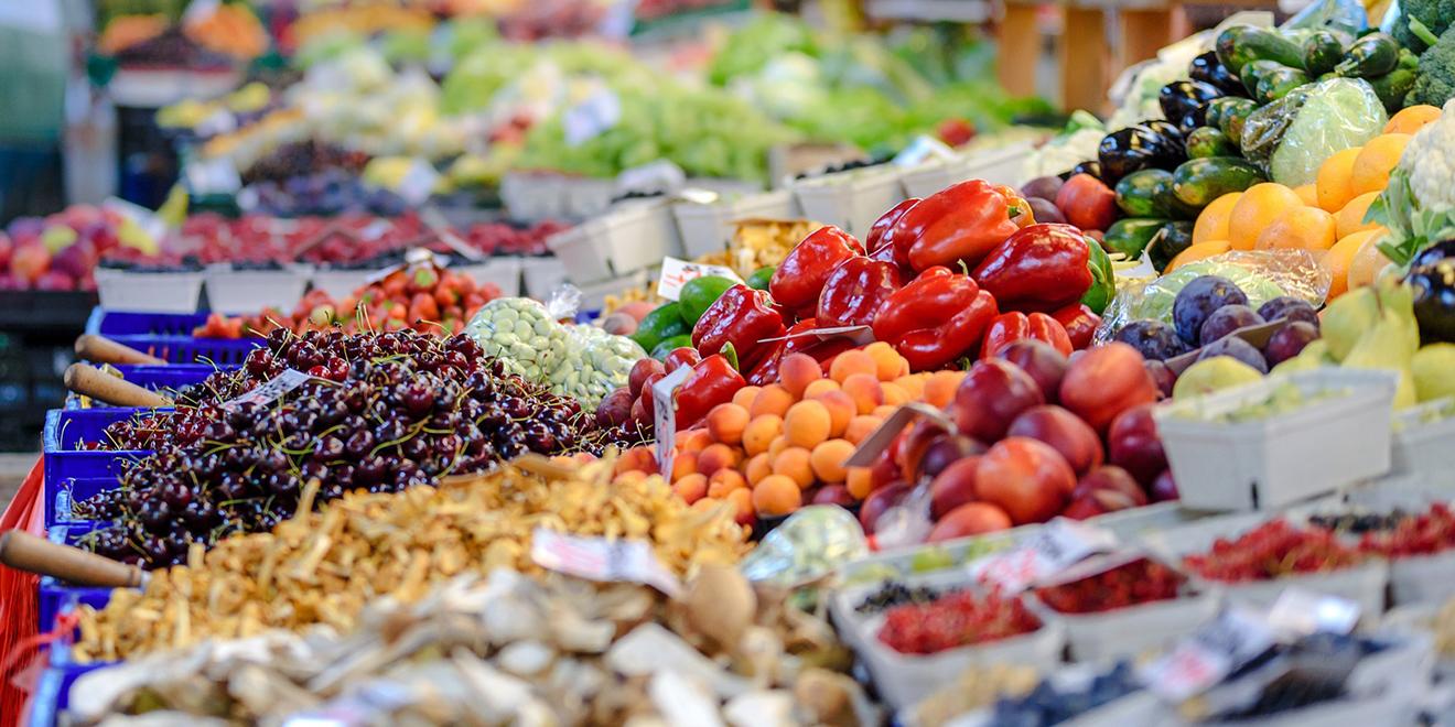 Regionale Superfoods, Superfoods, heimische Superfoods, Chia, Quinoa, regionale Lebensmittel, Acai, Goji-Beeren, Weizengras, Acerola, Superfood Varianten, Wochenmarkt