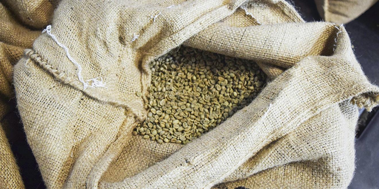 Kaffee, Tag des Kaffees, Kaffee trinken, Kaffee um die ganze Welt, Kaffee Anbau, Kaffee Ernte, Kaffee Zubereitung, Kaffee Spezialitäten, Kaffee Produktion, Kaffee Länder, Kaffeebohnen, Kaffee rösten