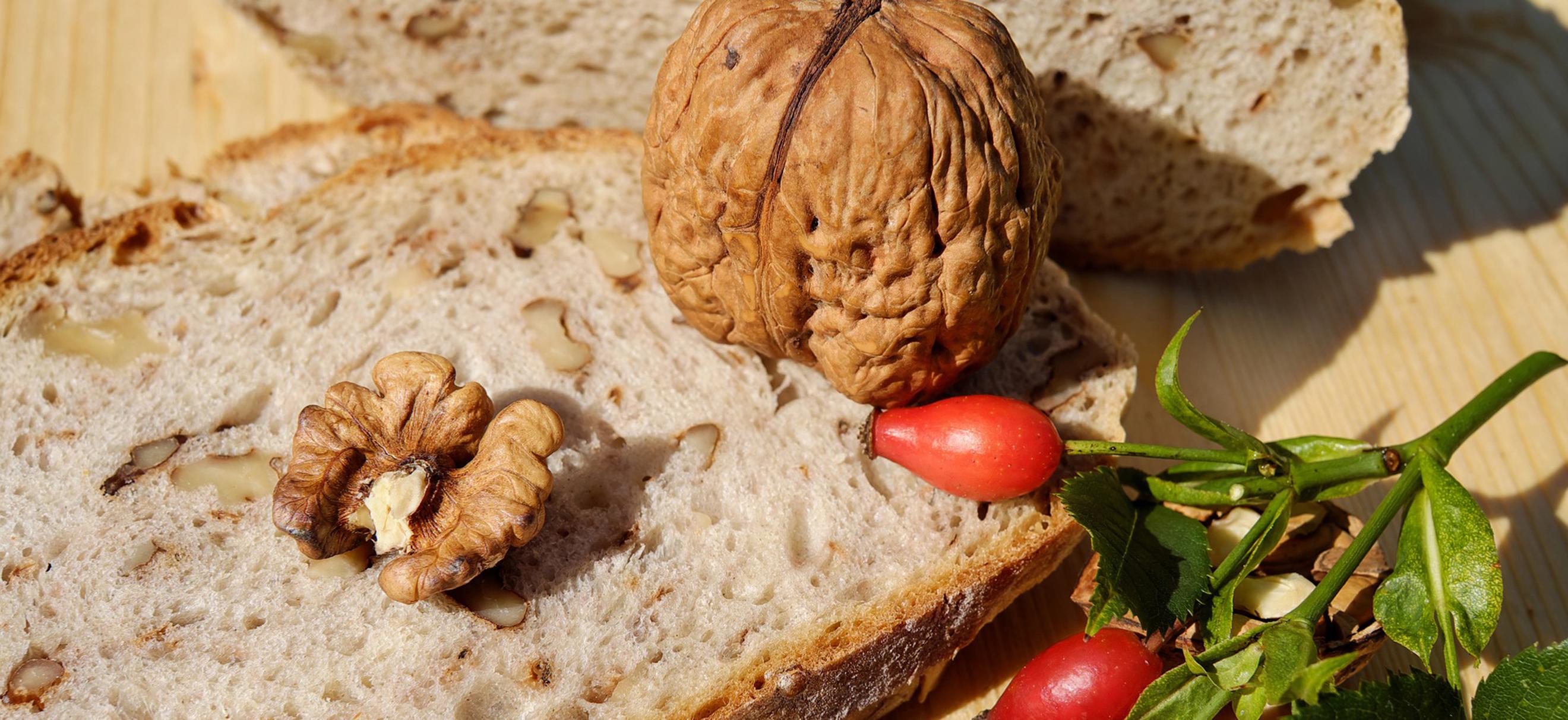 Nährstoffe, Ernährung, Kohlenhydrate, Eiweiß, Fett, Ballaststoffe, Energie, Vitamine, ausgewogene Ernährung, welche Nährstoffe, Nährstoffe für den Körper, Spurenelemente, Mineralstoffe, Lebensmittel, Essen