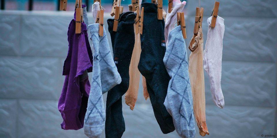 Richtig Waschen, Kleidung und Umwelt schonen, Energie und Wasser sparen, Waschen, Tricks, Tipps, Waschmaschine, Wäsche, Kleidung, Richtig, Pflege, Umwelt, Socken, Schonend, Weichspüler, Waschmittel, Weichspüler