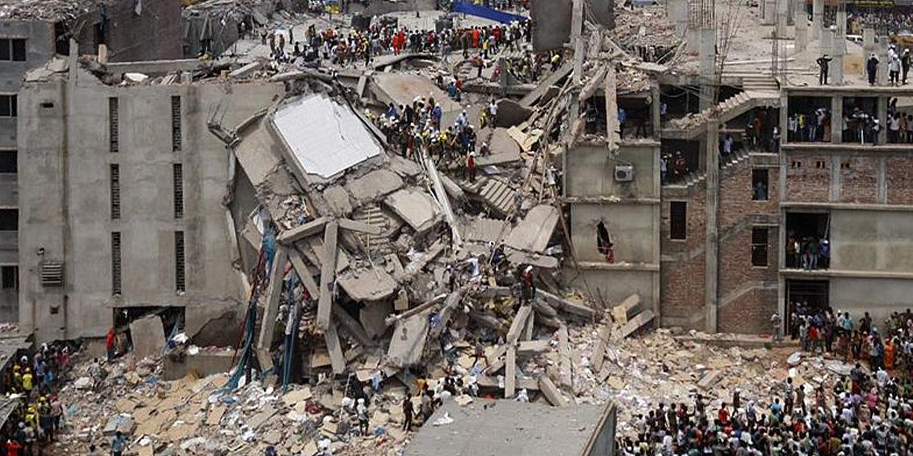 Eingestürztes Gebäude in Rana Plaza in Bangladesch. Aufgrund diesem Ereignis gibt es den Fashion Revolution Day.