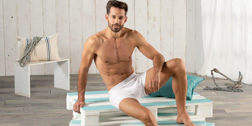 Auch Männer können sexy in Unterwäsche sein.