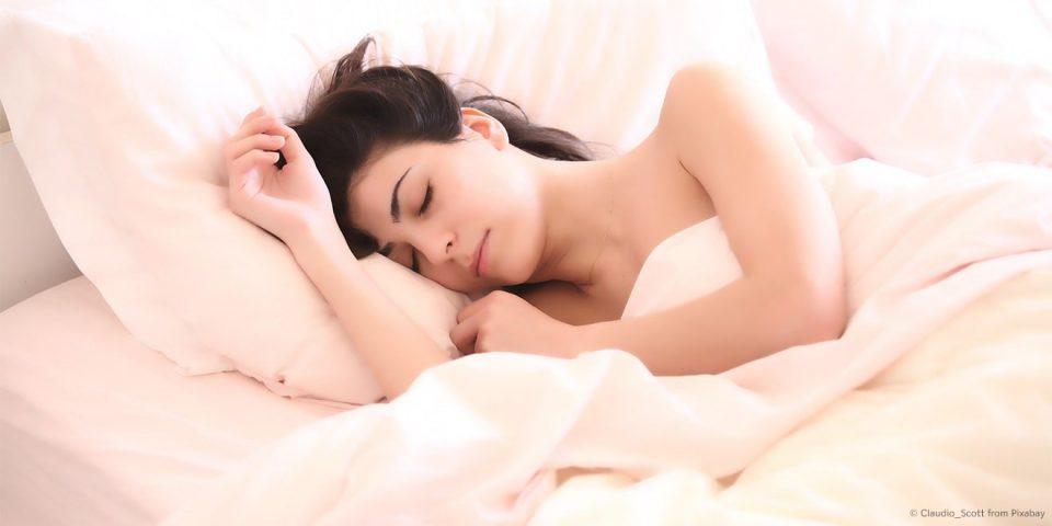 Frau schläft.