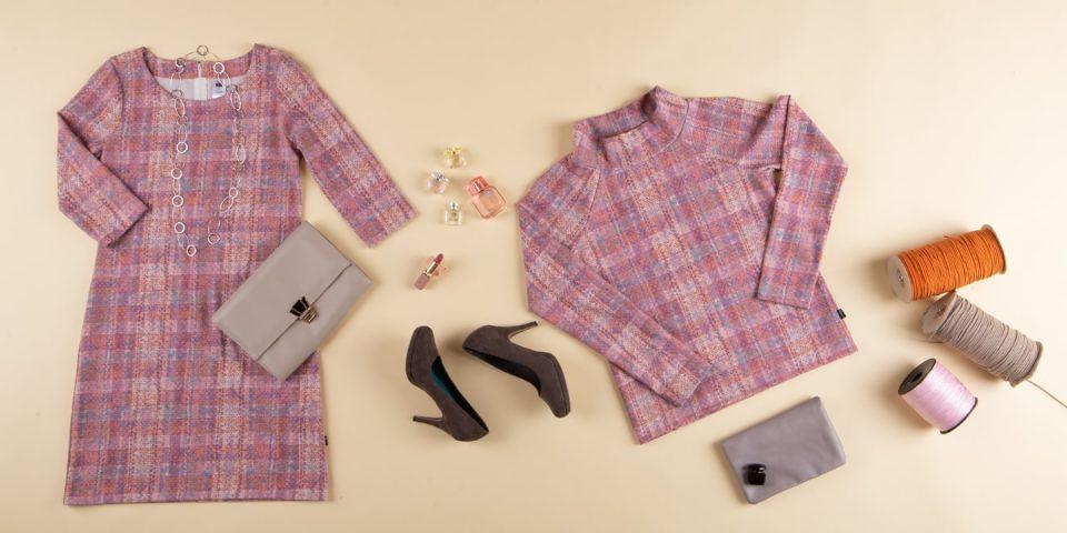 Kleid und Pullover auf dem Boden