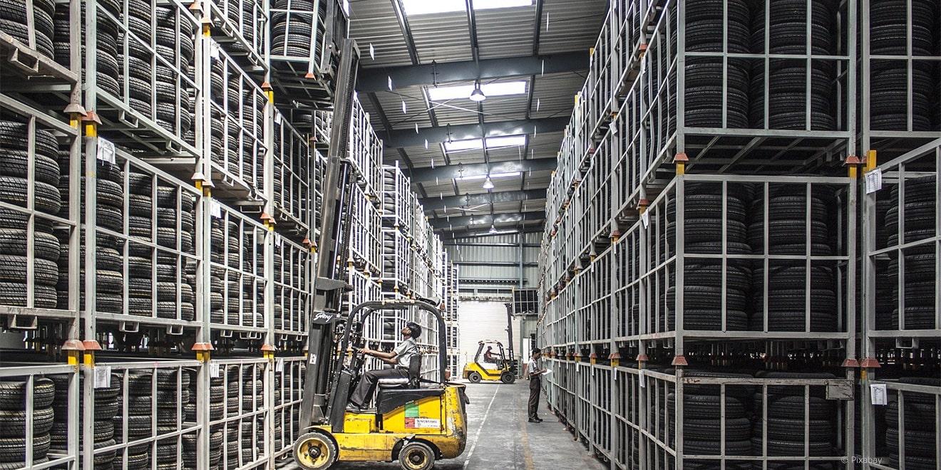 Die Lagerlogistik ist fast automatisiert, dennoch gibt es einzelne Fälle, bei denen zahlreiche Mitarbeiter zahlreiche unbezahlte Überstunden leisten müssen.