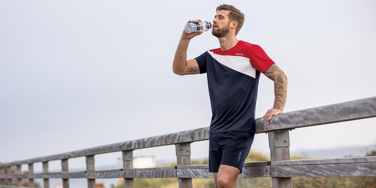 Trinke genug beim Sport machen. So treibst Du deinen Stoffwechsel an.